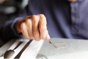 Que peut concrètement faire l'aidant face au refus de se nourrir de son proche âgé ?