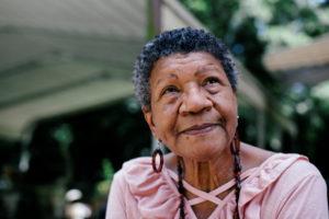 Communiquer avec une personne âgée très désorientée : la méthode de Naomi Feil