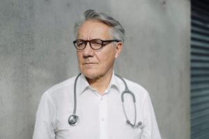 Maltraitance : quelles sont les obligations du médecin ?