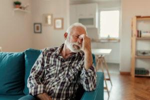 Les maux de tête chez la personne âgée