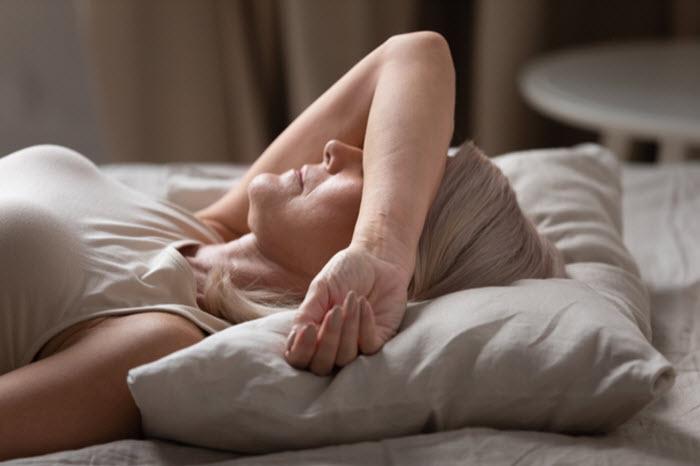 « Je dors mal » : les questions concrètes que doit se poser une personne âgée