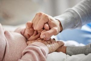 « Je veux mourir chez moi» : premières approches de l'aidant pour accompagner le proche âgé
