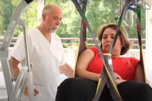 L'aide au transfert : comment aider son proche à se mettre en position assise