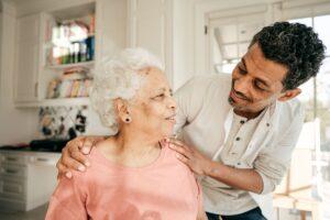 Le rôle des aidants quand leur proche est à domicile